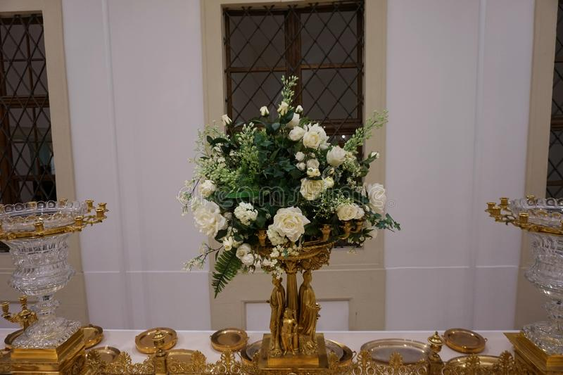 Ampliação dourada do fruto Pratos da família de Habsburgo Coleção de prata imperial fotos de stock