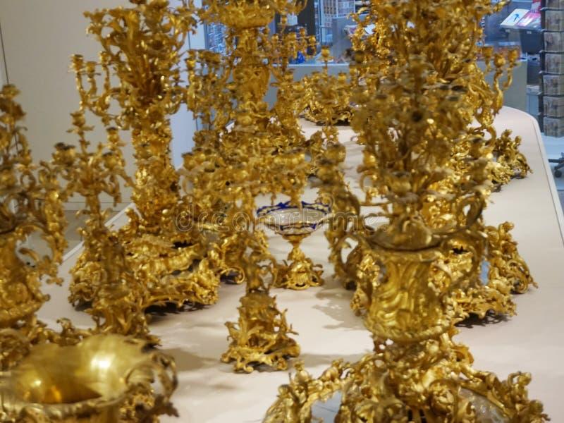 Ampliação dourada do fruto Pratos da família de Habsburgo Coleção de prata imperial imagem de stock