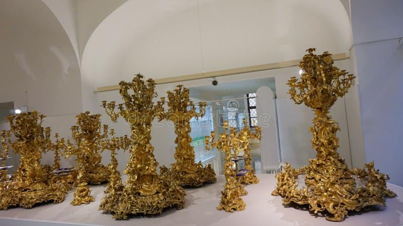 Ampliação dourada do fruto Pratos da família de Habsburgo Coleção de prata imperial imagens de stock