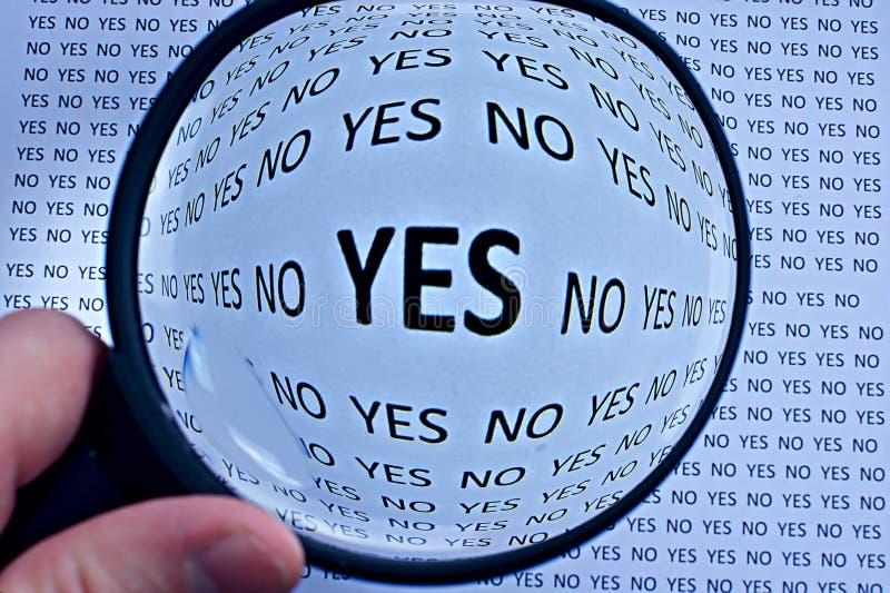 Ampliação ou centrar-se sobre o conceito do acordo do yes imagens de stock royalty free