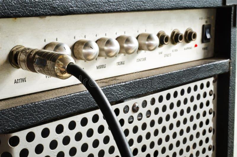 Amplificador da guitarra com cabo do jaque imagens de stock royalty free