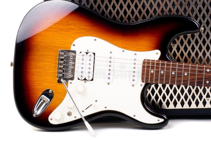 Amplificador de la guitarra y electricguitar imagen de archivo libre de regalías