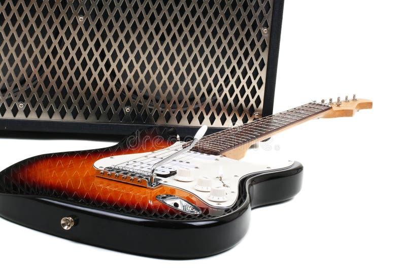 Amplificador de la guitarra y electricguitar foto de archivo libre de regalías