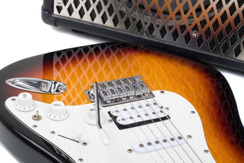 Amplificador de la guitarra y electricguitar imagen de archivo