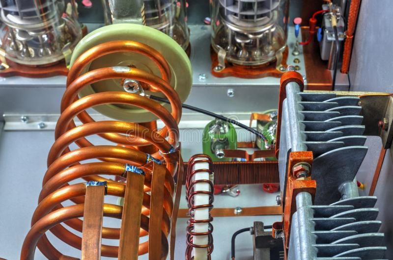Amplificador de potência da onda curta dos tubos de vácuo foto de stock