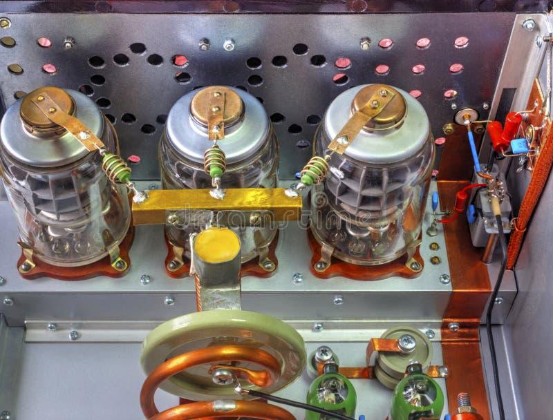 Amplificador de potência da onda curta dos tubos de vácuo fotografia de stock royalty free