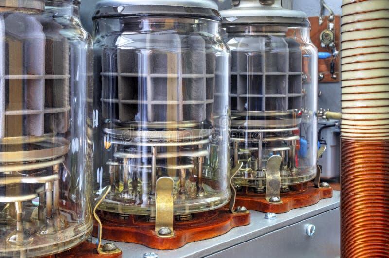 Amplificador de potência da onda curta dos tubos de vácuo imagem de stock royalty free