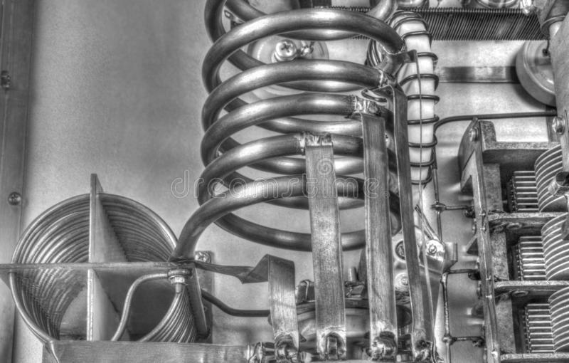 Amplificador de potência da onda curta dos tubos de vácuo em preto e branco imagens de stock