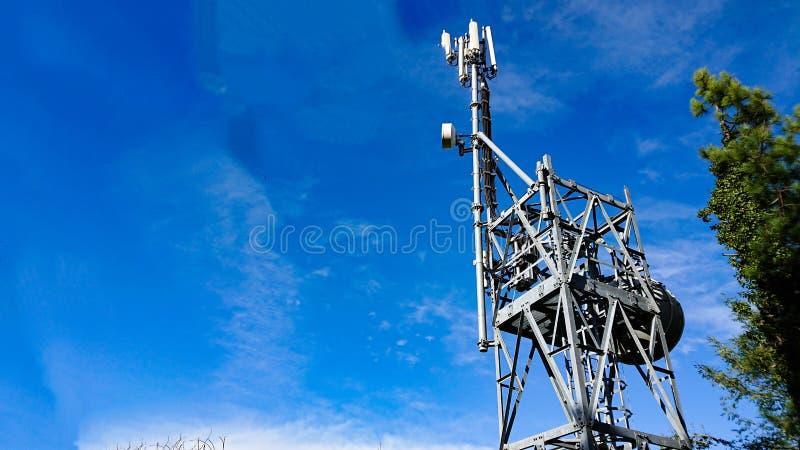 Amplificador de teléfonos celulares de repetidor de telecomunicaciones fotografía de archivo libre de regalías