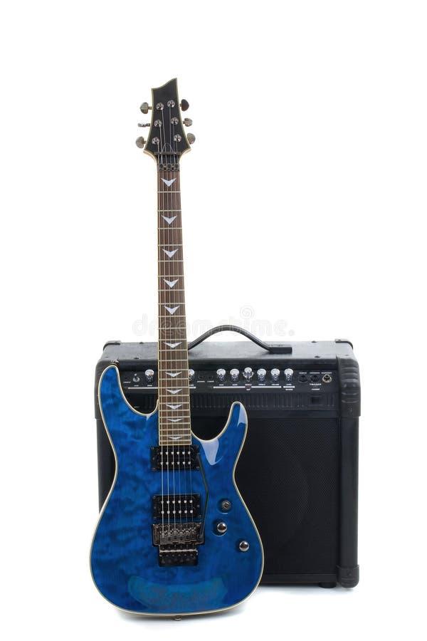 Amplificador y eléctrico-guitarra de la guitarra fotografía de archivo