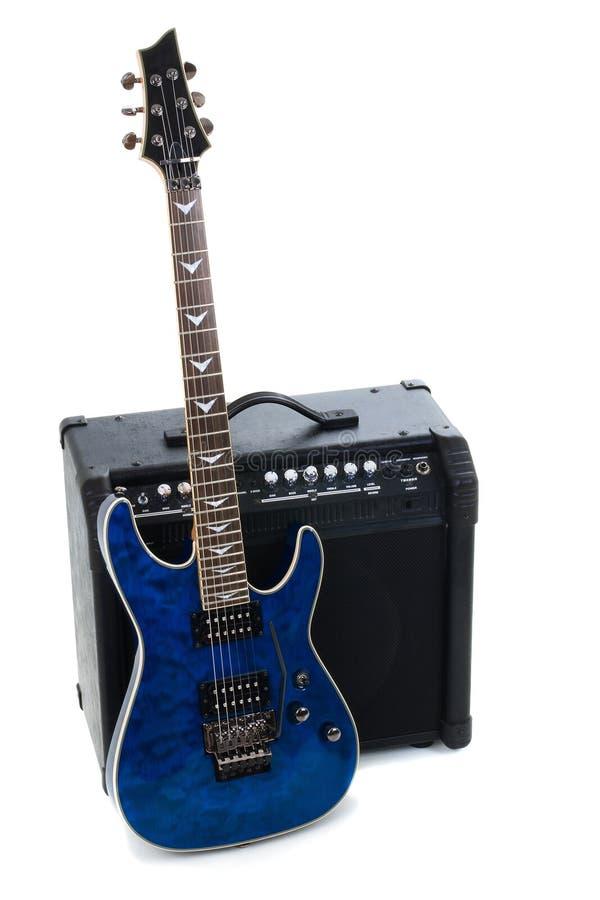 Amplificador y eléctrico-guitarra de la guitarra foto de archivo libre de regalías