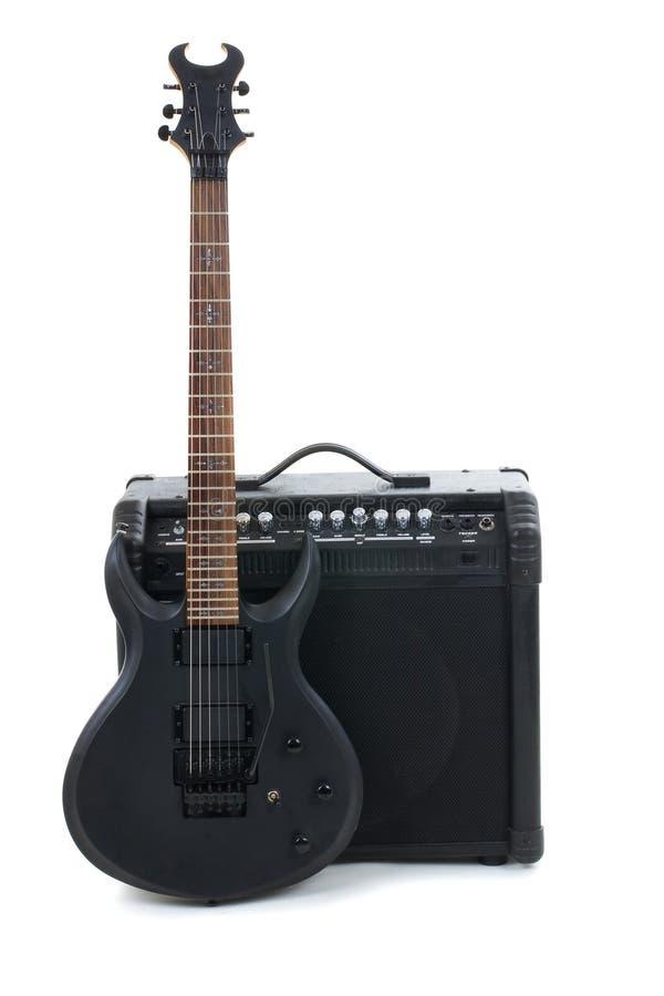 Amplificador y eléctrico-guitarra de la guitarra fotos de archivo