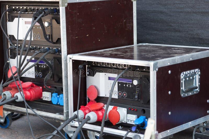 Amplificateur d'étape dans le travail images stock