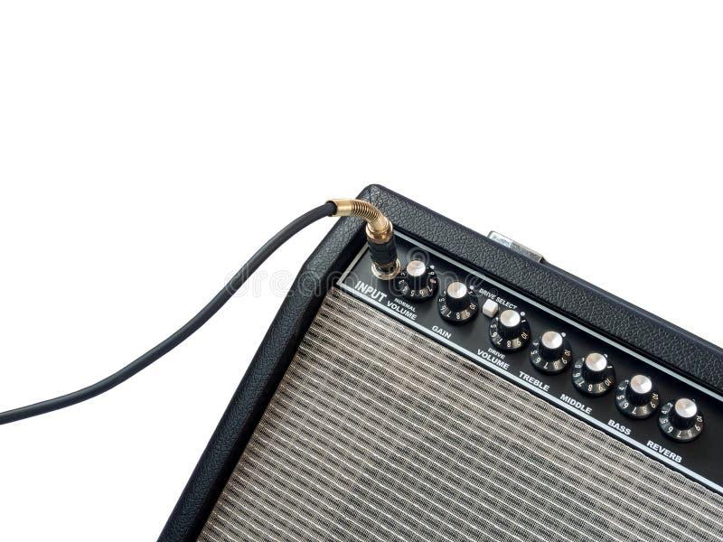 Amplificateur de guitare avec le câble de cric d'isolement images stock