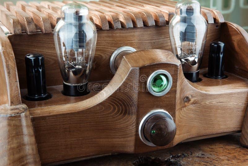 Amplificateur en bois naturel de tube photo libre de droits