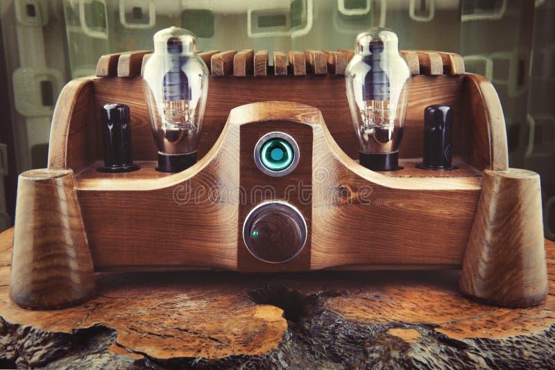 Amplificateur en bois naturel de tube photo stock