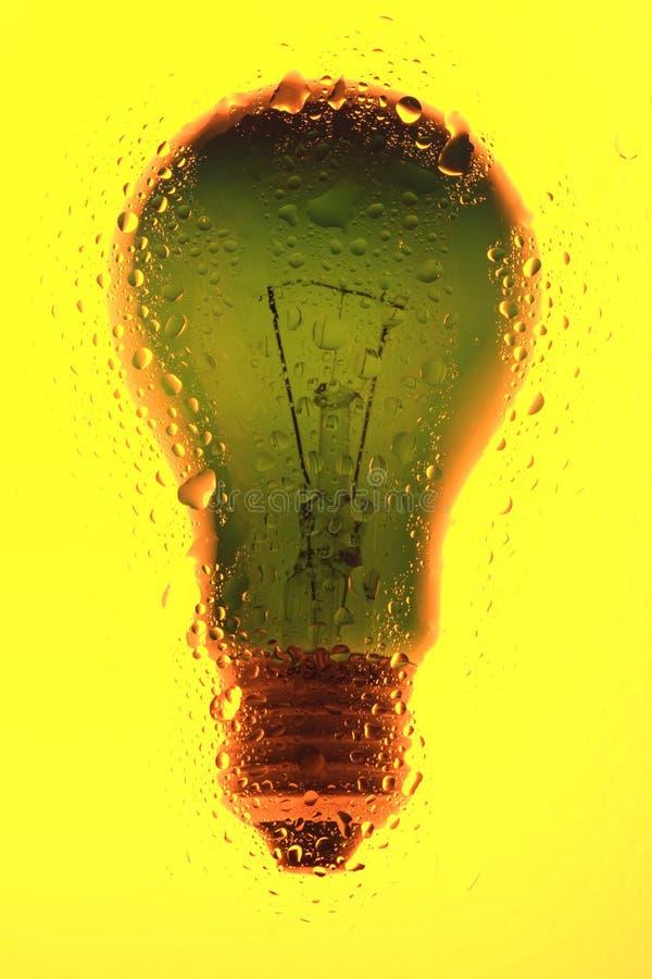 A ampola do fundo abstrato em amarelo molhou imagens de stock