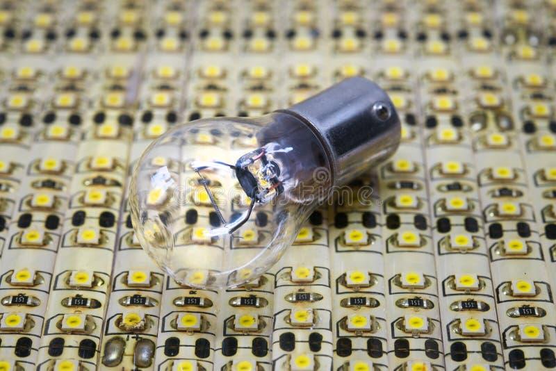 Ampola e energia conduzida, elétrica imagem de stock