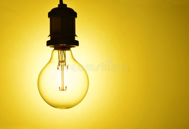 Ampoule accrochante lumineuse images libres de droits