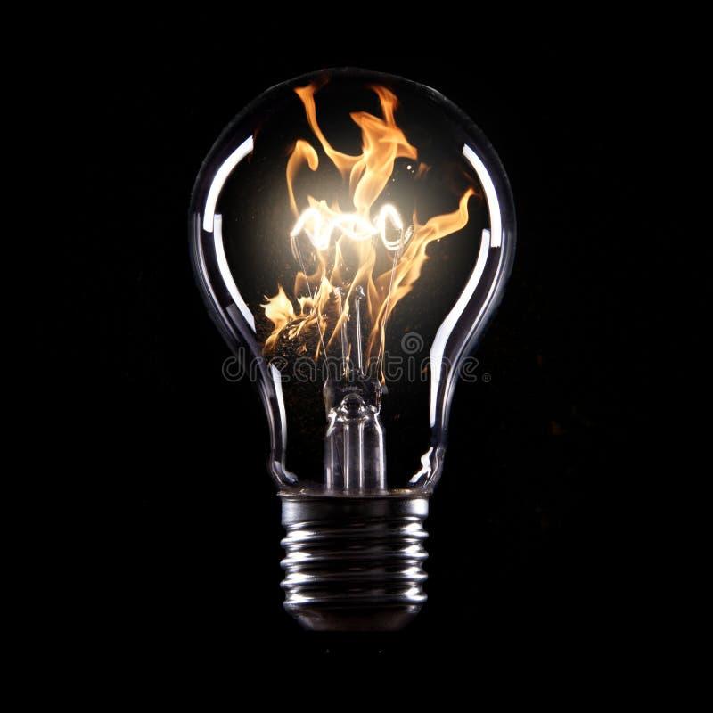 Ampoule avec le feu images libres de droits