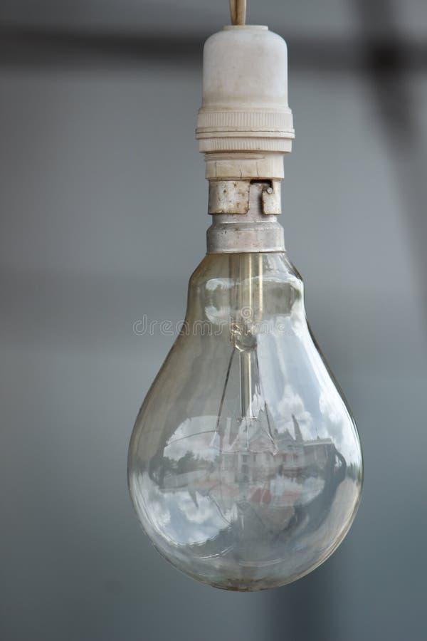 Ampoule dans l'extérieur images stock