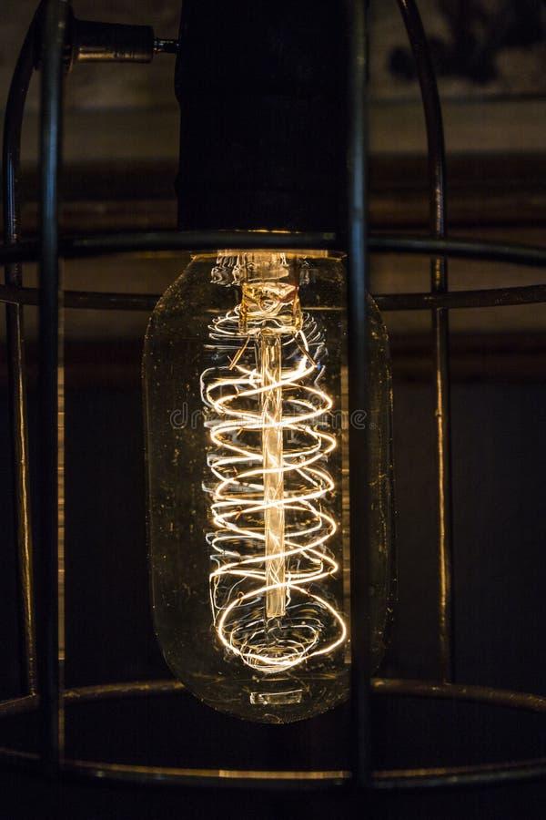 Ampoule de filament antique de vintage Ampoule pour le fond ou le résumé II image stock
