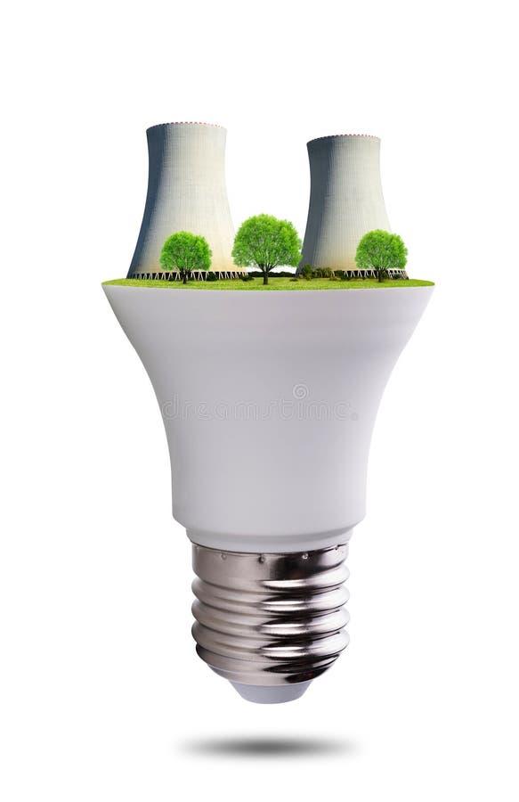 Ampoule de LED avec la centrale nucléaire d'isolement sur le fond blanc photographie stock libre de droits