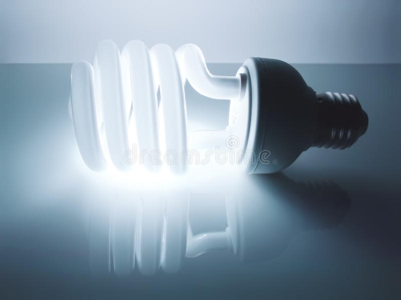 Ampoule fluorescente économiseuse d'énergie images stock