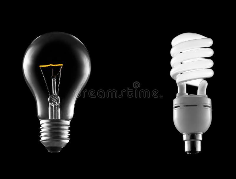 Ampoule incandescente avec l'épargnant d'énergie photographie stock