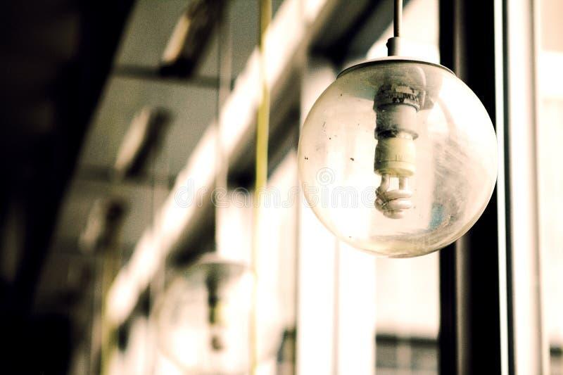 Ampoule, mani?re l?g?re, sentiment l?ger photographie stock libre de droits