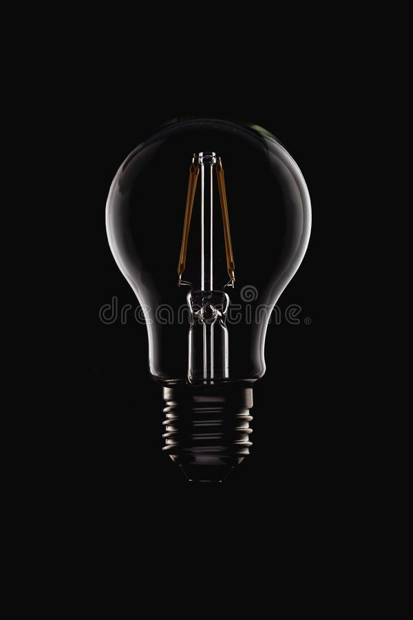 Ampoule ronde de filament non allumé de LED sur le noir image libre de droits
