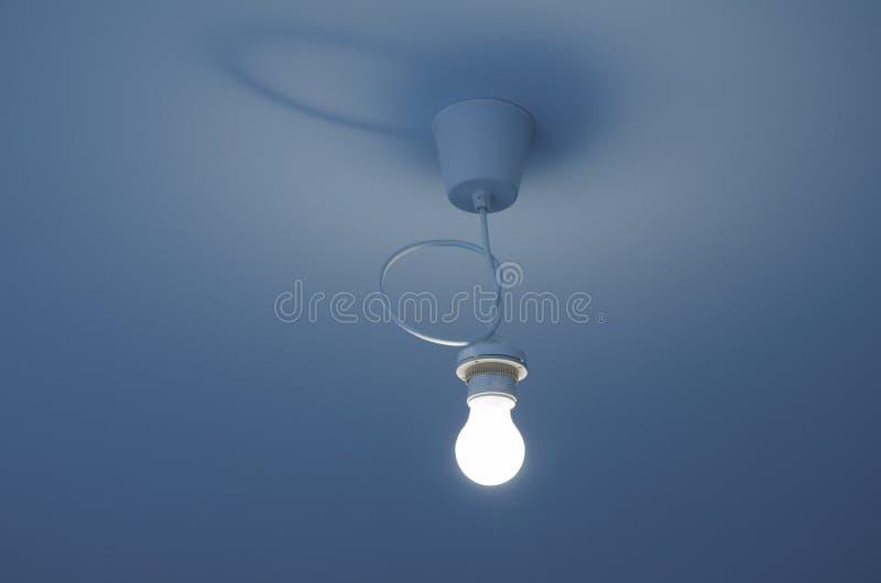 Ampoule sur le plafond image libre de droits
