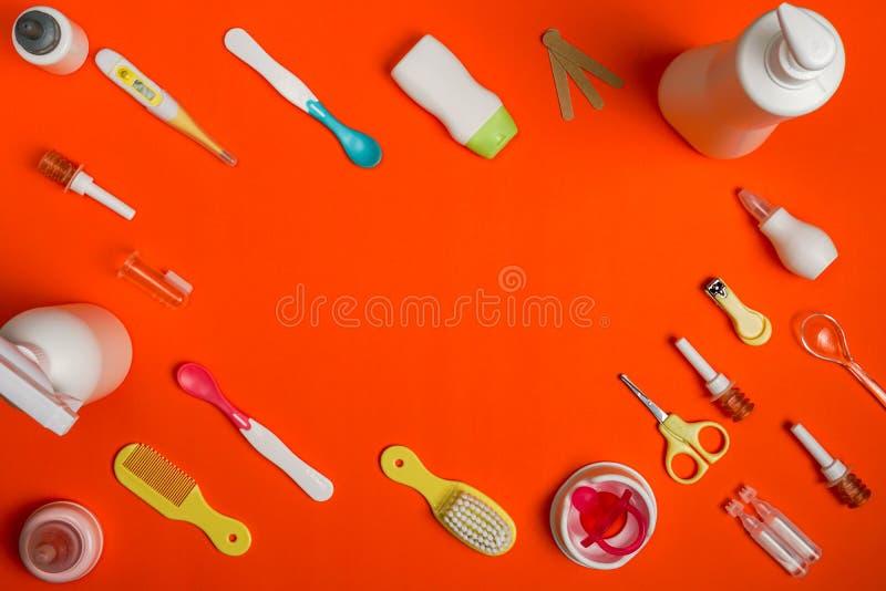Ampoules de solution saline de bébé et produits physiologiques de soins de santé photographie stock