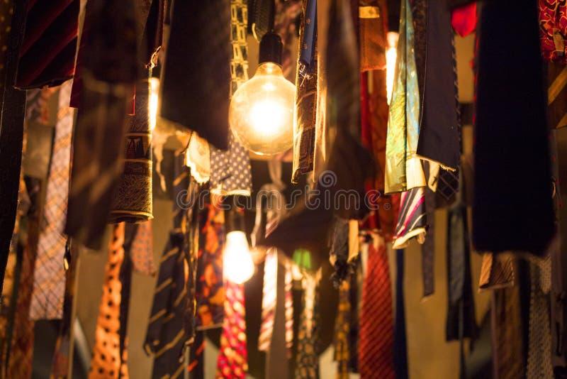 Ampoules de vintage dans les liens image stock