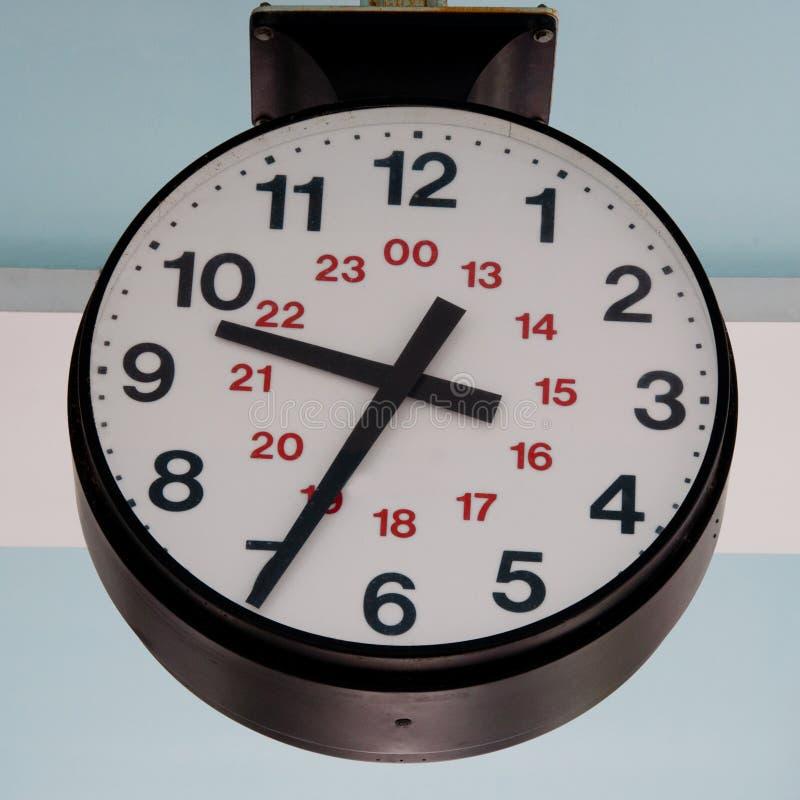 Ampuła 24 godzina zegaru outdoors obraz stock