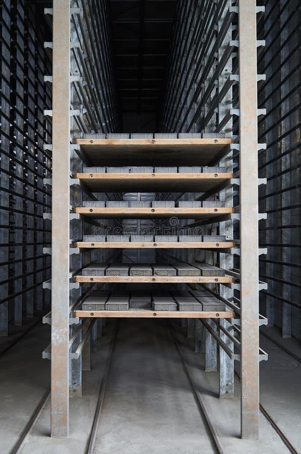 Ampuła składuje hangar fabryczny wnętrze zdjęcia royalty free