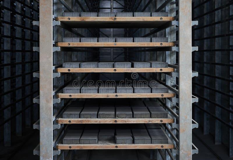 Ampuła składuje hangar fabryczny wnętrze fotografia stock