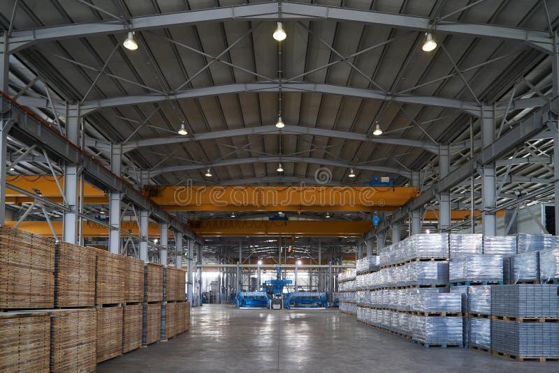 Ampuła składuje hangar fabryczny wnętrze obrazy royalty free