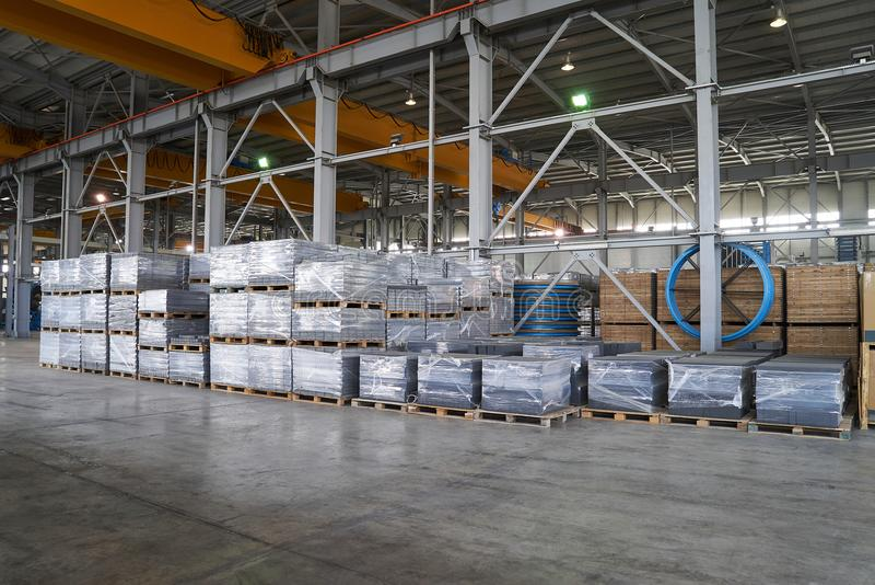 Ampuła składuje hangar fabryczny wnętrze fotografia royalty free