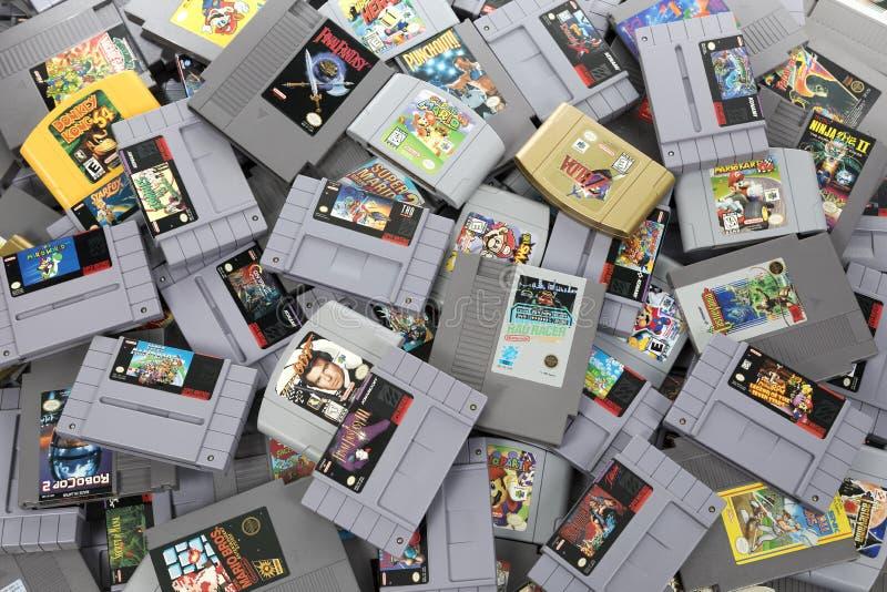 Ampuła stos Retro Nintendo gry zdjęcia stock