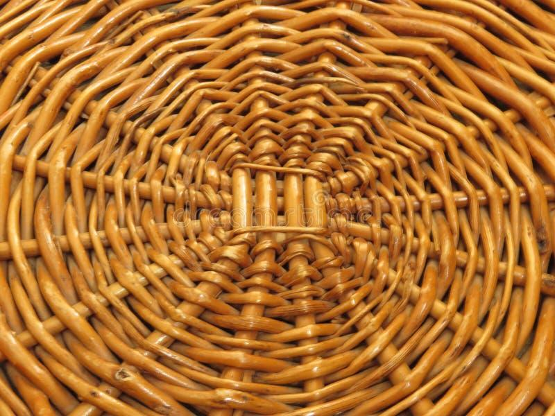 Ampuła Wyplatająca Drewniana Koszykowa taca Tkany drewno I Łozinowe pracy zdjęcia stock
