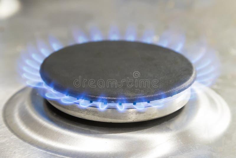 Ampuła zaświecający benzynowy hob z błękitnym płomieniem obrazy stock