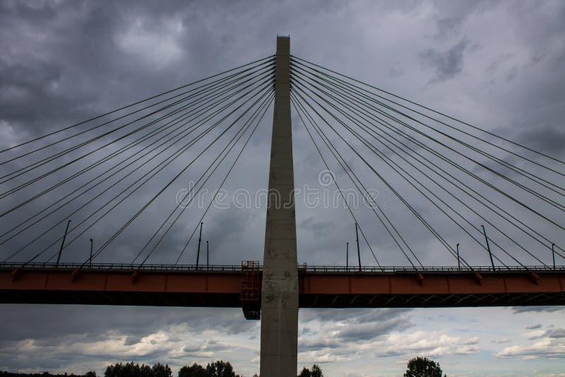 Ampuła zostawał bridżową nad Oko rzeką w Mur, Rosja obrazy royalty free