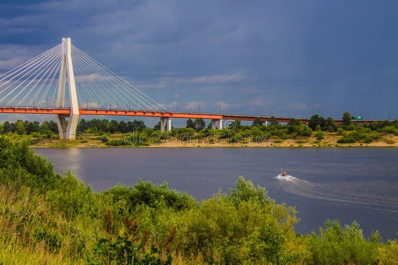 Ampuła zostawał bridżową nad Oko rzeką w Mur, Rosja zdjęcie royalty free