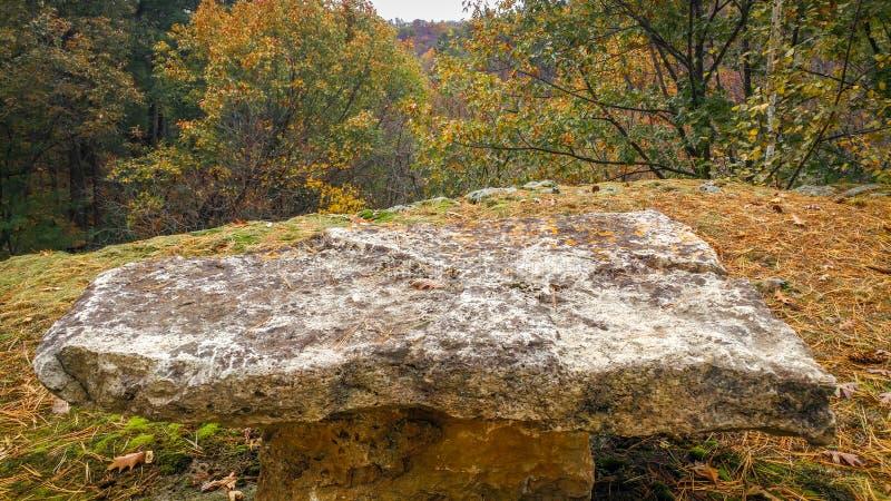 Ampuły skały stołu obsiadanie na wypuscie z Przegapia fotografia stock