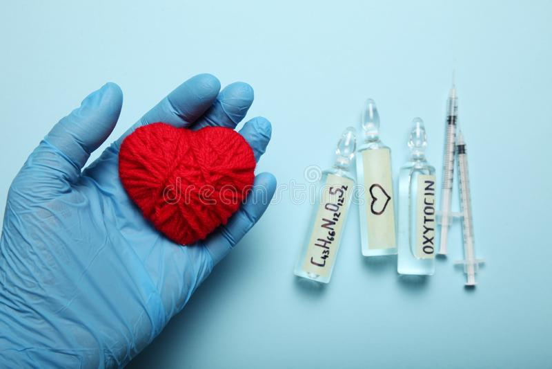 Ampu?ki z oxytocin, mi?o?? hormon Biochemie w ciele fotografia royalty free