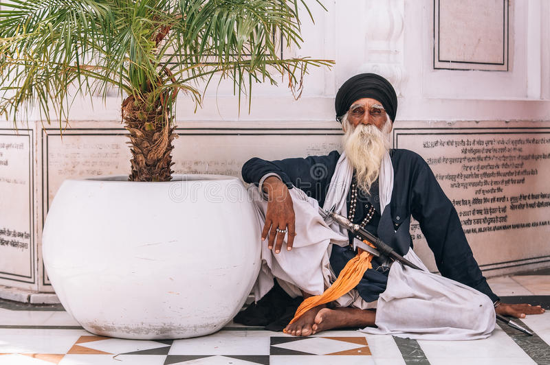 Amritsar, India - AUGUST 15: Portrait of an Old Sikh sitting at Golden Temple Harmandir Sahib on August 15, 2016 in Amritsar, P stock images