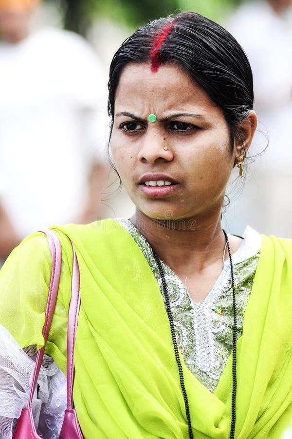 Amritsar, India, il 5 settembre 2010: Ritratto di giovane wom indiano immagine stock libera da diritti