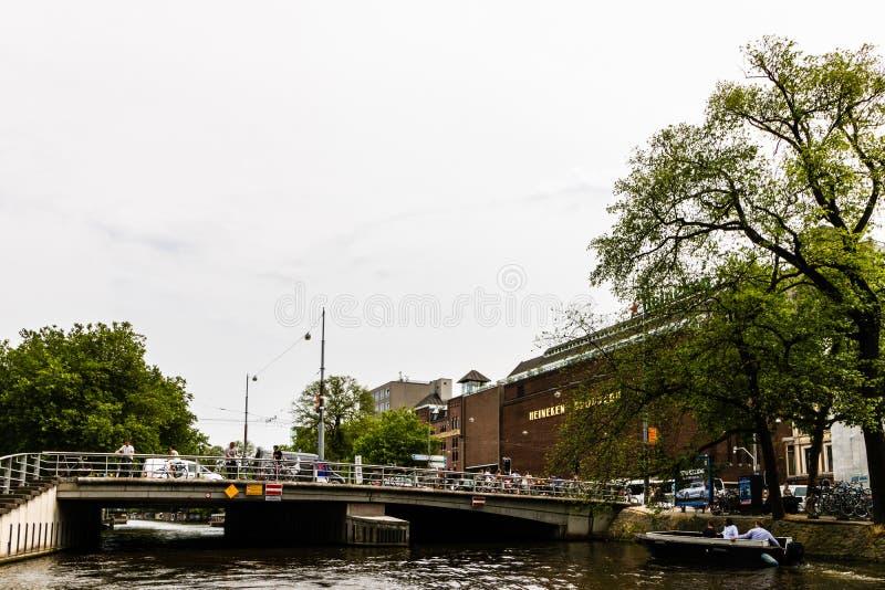 Amsterdão, Holanda - 2019 A experiência de Heineken, situada em Amsterdão, é uma cervejaria histórica e uma atração turística foto de stock royalty free