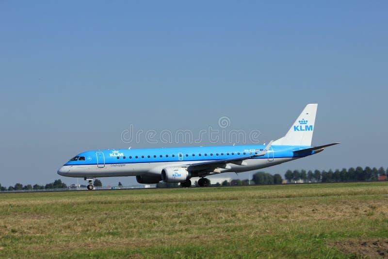 Amsterdão, os Países Baixos - agosto, 18o 2016: PH-EZP KLM Embraer fotografia de stock royalty free